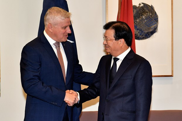 Deputy PM Trinh Dinh Dung pays working trip to Australia hinh anh 2