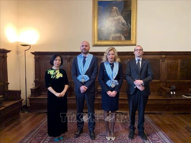 Vietnamese ambassador to San Marino presents credentials hinh anh 1