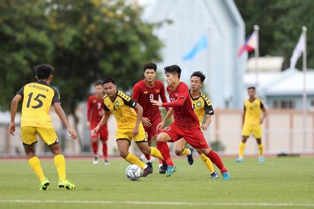 SEA Games: Vietnam crush Brunei 6-0 at first men's football match hinh anh 1