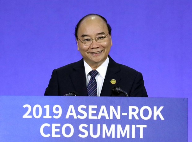 PM Nguyen Xuan Phuc attends ASEAN-RoK CEO Summit hinh anh 1