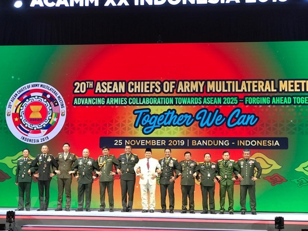ASEAN army chiefs gather in Indonesia hinh anh 1