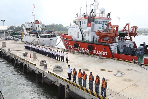 Vietnam Coast Guard ship visits Japan hinh anh 1