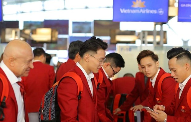 Vietnam's sporting delegation leave for SEA Games 30 hinh anh 1