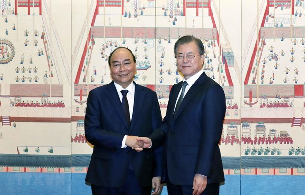 PM Phuc holds talks with RoK President hinh anh 1
