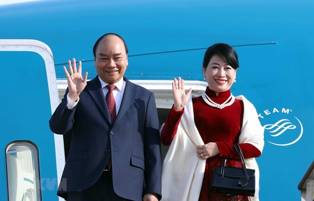 PM Nguyen Xuan Phuc begins official visit to Republic of Korea hinh anh 1