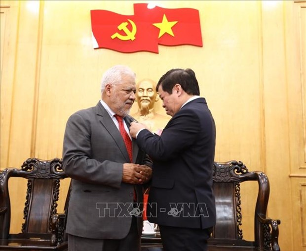 Venezuelan ambassador honoured with academy's insignia hinh anh 1