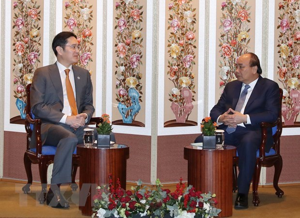 PM Phuc meets leaders of RoK groups hinh anh 1