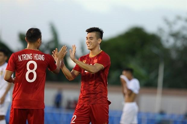 Vietnam trounce Laos 6-1 at SEA Games 30 hinh anh 1