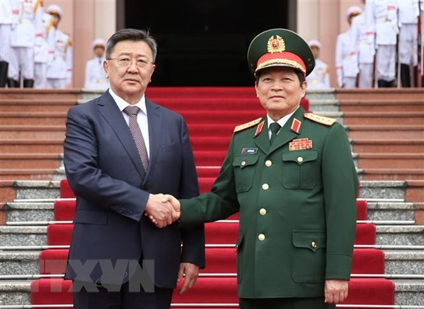 Vietnamese, Mongolian Defence Ministers hold talks in Hanoi hinh anh 1