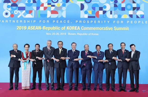 PM concludes trip to RoK for summits, official visit hinh anh 1