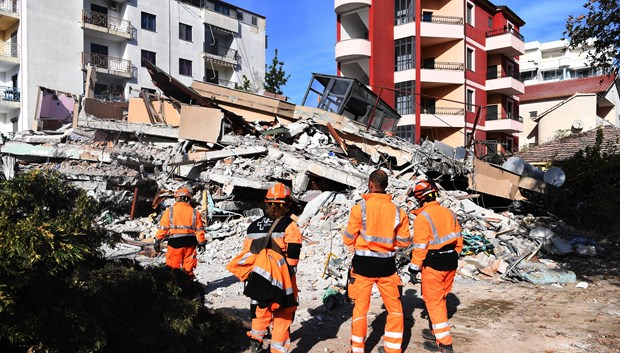 Party, State leader extends condolences to Albania over earthquake losses hinh anh 1