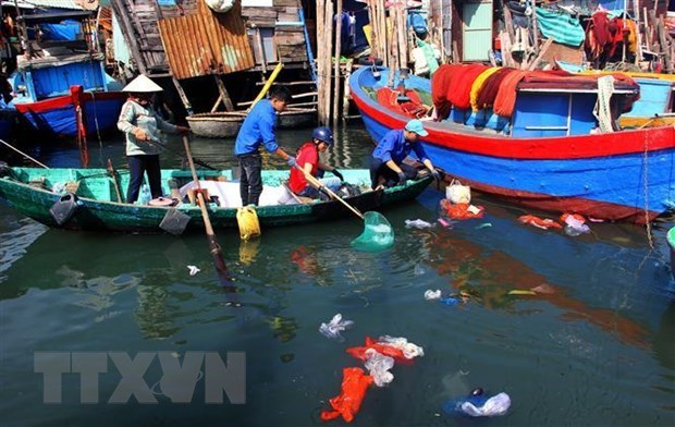 Marine plastic pollution needs thorough solutions hinh anh 1