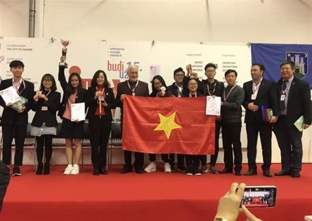 Vietnamese students win high prizes at int'l invention show hinh anh 1