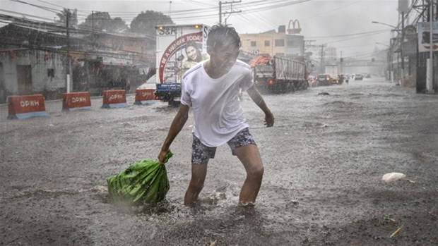 Typhoon Kammuri kills at least two in Philippines hinh anh 1