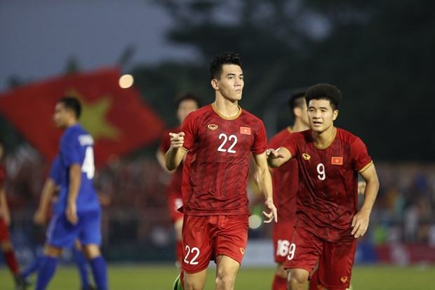 30th SEA Games: Vietnam draw with Thailand to earn semifinal berth hinh anh 1