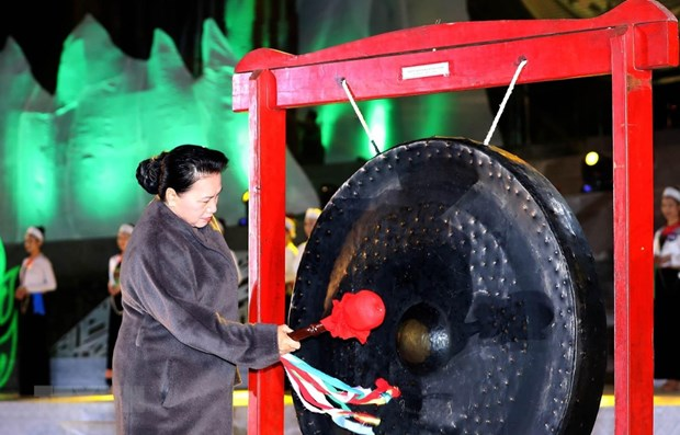 NA leader attends opening of Hoa Binh culture, tourism week hinh anh 1