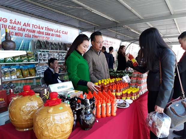 Capital gets to taste Lao Cai province's local specialties hinh anh 1
