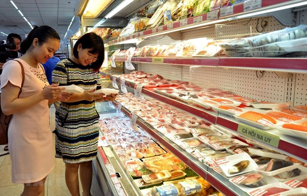 Finance ministry proposes cutting import taxes on chicken, pork hinh anh 1