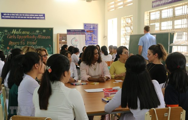 Former US First Lady Michelle Obama visits Mekong Delta school hinh anh 1