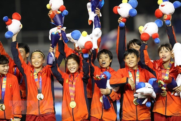 PM congratulates women's football team on SEA Games success hinh anh 1