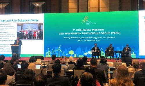 Forum looks into sustainable energy development in Vietnam hinh anh 1