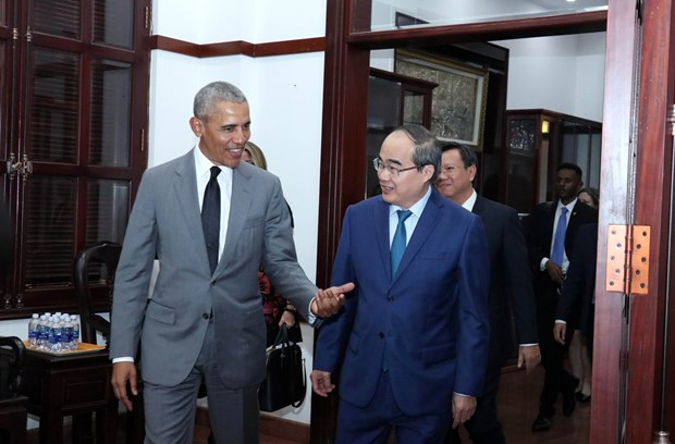 HCM City's Party leader receives former US President hinh anh 1