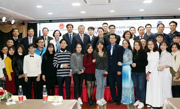 NA Chairwoman meets Vietnamese community in Russia hinh anh 2