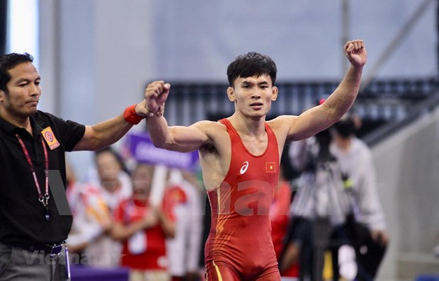 SEA Games 30: Wrestlers bring home three more gold medals hinh anh 1