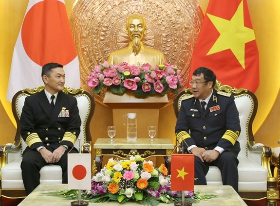 Japanese naval commander visits Vietnam hinh anh 1