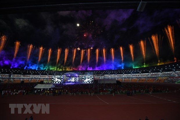 SEA Game 30: Curtain falls, SEA Games flag goes to Vietnam hinh anh 1