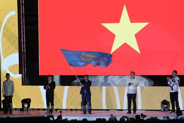 SEA Game 30: Curtain falls, SEA Games flag goes to Vietnam hinh anh 2