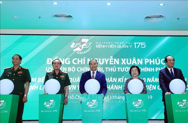 PM urges Military Hospital 175 to become regional medical facility hinh anh 1