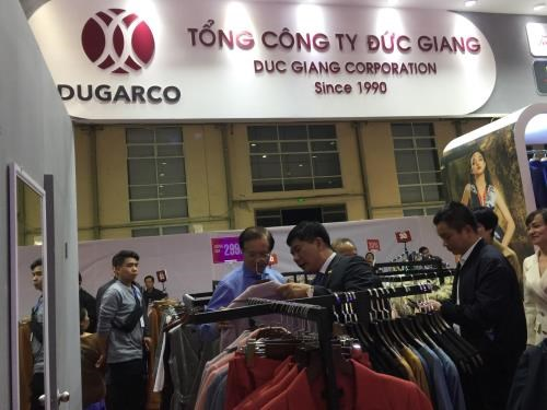 About 100 firms join Vietnam International Fashion Fair 2019 hinh anh 1