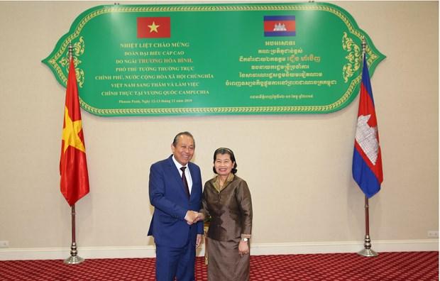 Deputy PM Truong Hoa Binh visits Cambodia hinh anh 1