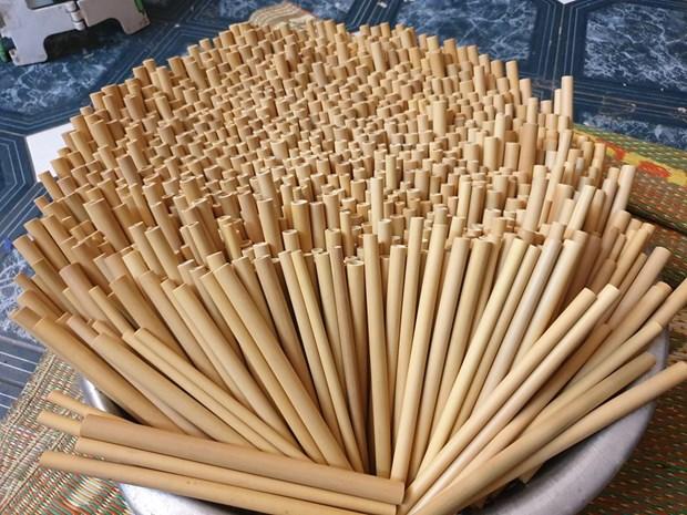Vietnamese bamboo straws adorn world drinks hinh anh 2