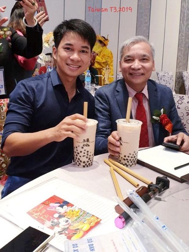 Vietnamese bamboo straws adorn world drinks hinh anh 3