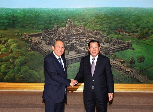 Deputy PM Truong Hoa Binh meets with Cambodian leaders hinh anh 1