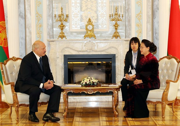 NA Chairwoman meets Belarusian President hinh anh 1