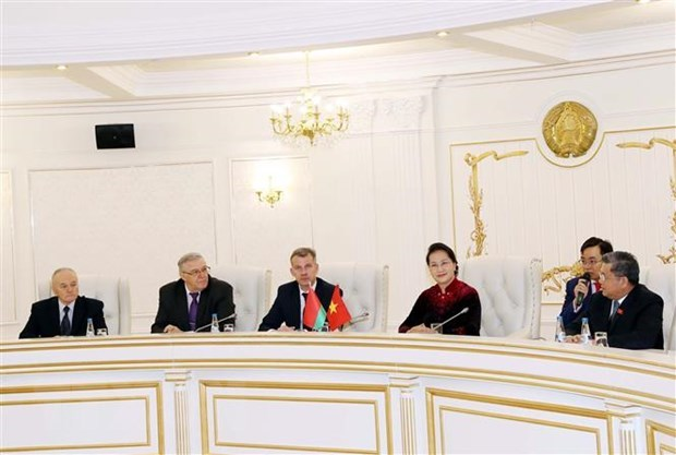 NA Chairwoman meets with leaders of Communist Party of Belarus hinh anh 1
