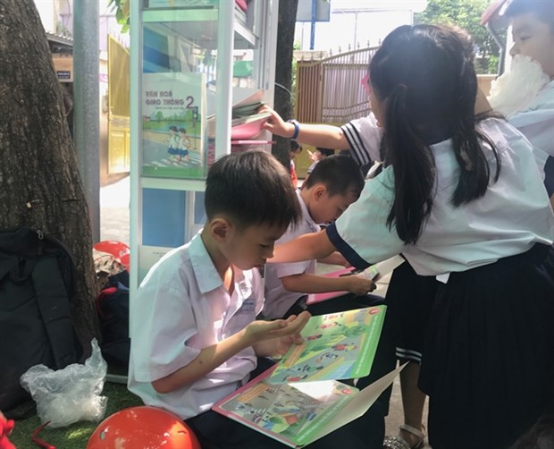HCM City schools take libraries outdoors to encourage students to read hinh anh 1