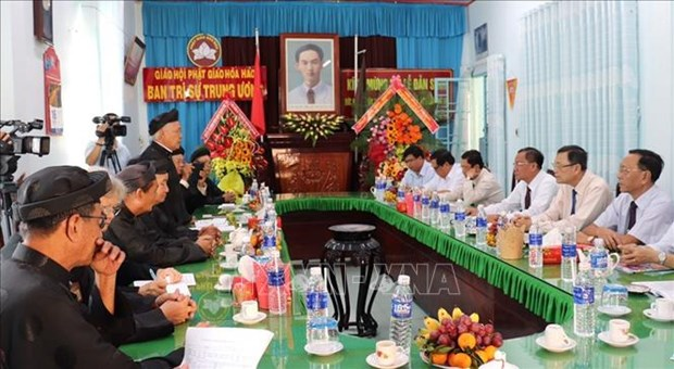An Giang province's officials send greetings to Hoa Hao Buddhists hinh anh 1