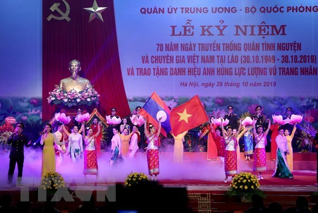 Vietnamese volunteer soldiers excellently fulfill mission in Laos: Lao Defence Minister hinh anh 1