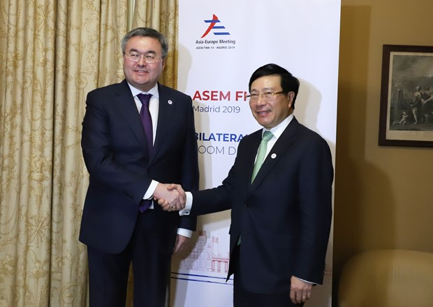Vietnam boosts bilateral, multilateral ties on ASEMFMM14 sidelines hinh anh 2
