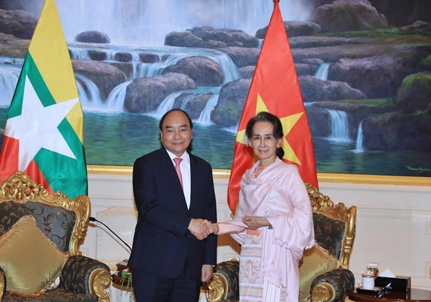 Vietnamese Prime Minister, Myanmar State Counsellor hold talks hinh anh 1