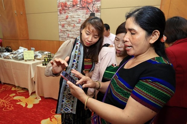 Ethnic minority women speed up poverty reduction with IR 4.0 technology hinh anh 1