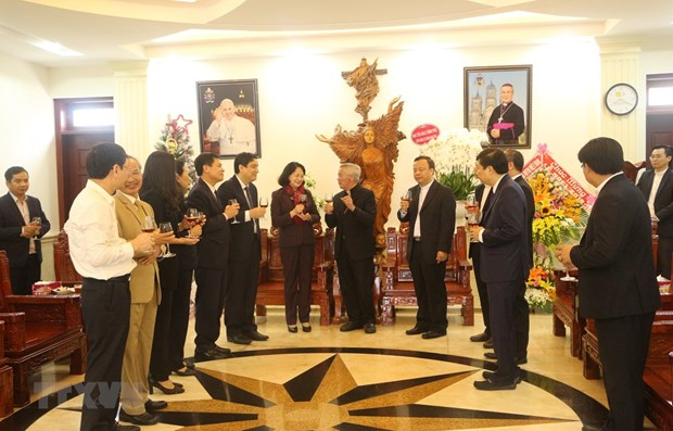 Officials pay pre-Christmas visits to localities hinh anh 1