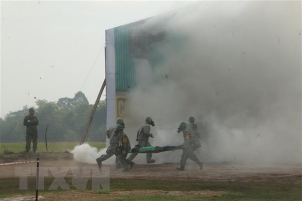 Vietnam, Cambodia hold joint rescue drill hinh anh 1