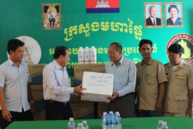 Foot-and-mouth disease vaccines provided for Cambodian province hinh anh 1