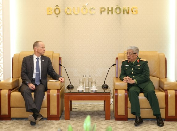 Deputy Defence Minister receives US Assistant Secretary of State hinh anh 1