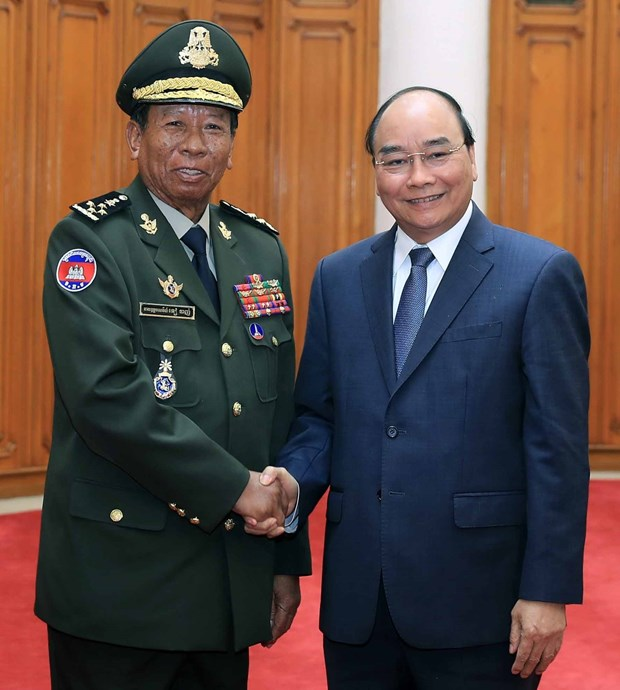 PM welcomes Cambodian, Lao defence ministers hinh anh 2